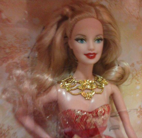 holiday-barbie-2014-detail