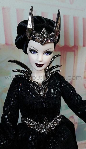 Queen-of-The-Dark-Forest-IRL51