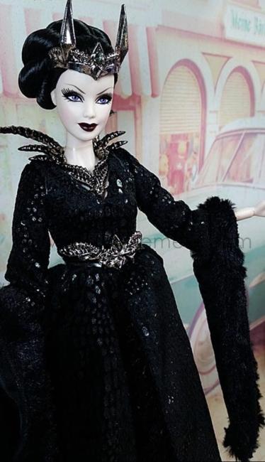 Queen-of-The-Dark-Forest-IRL61